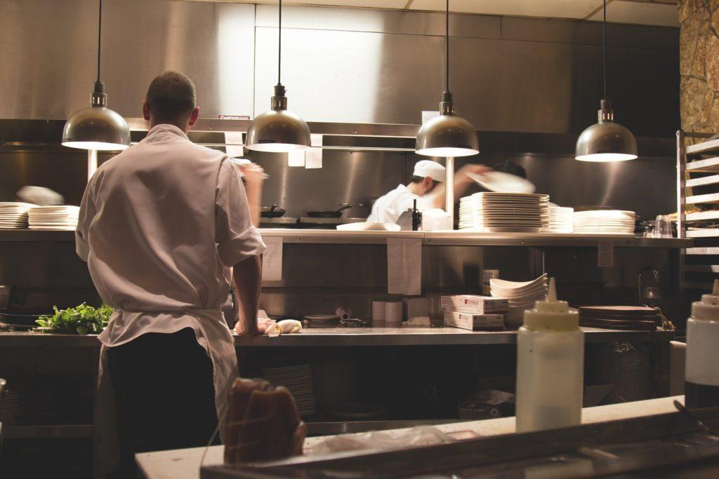 La question de l'indemnisation des pertes d'exploitation liées notamment aux fermetures des restaurants